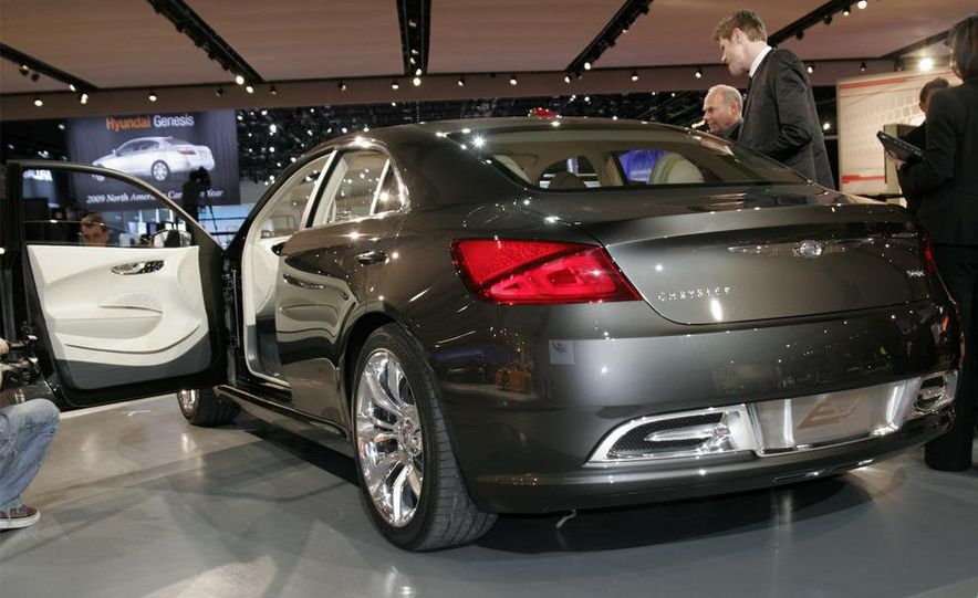 Chrysler 200C EV concept - Slide 3