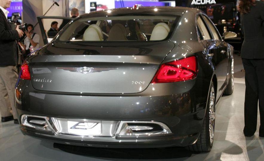 Chrysler 200C EV concept - Slide 4