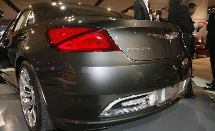 Chrysler 200C EV concept - Slide 8