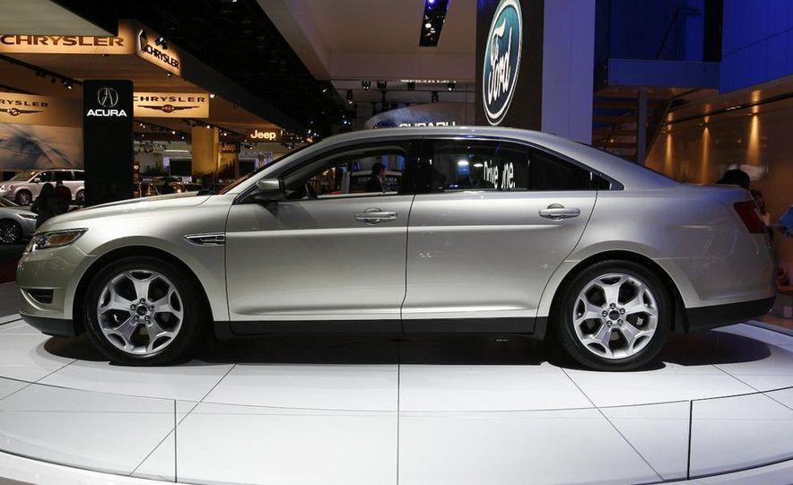 2010 Ford Taurus - Slide 22