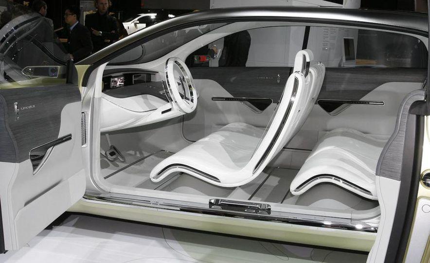 2010 Ford Taurus - Slide 14