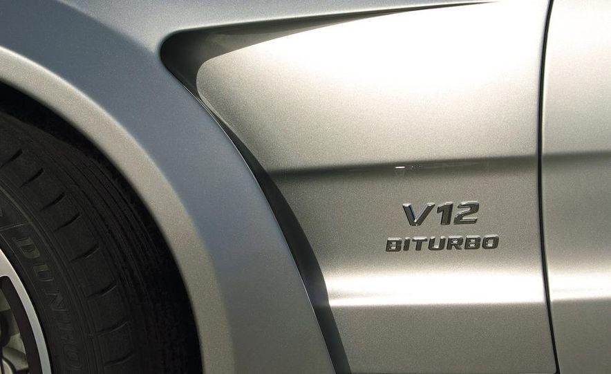 2010 Mercedes-Benz SL65 AMG Black Series fender badge and vent - Slide 1