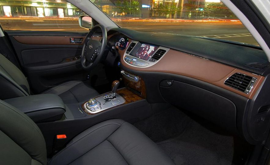 2009 Hyundai Genesis 3.8 - Slide 9