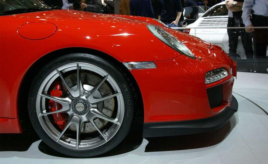 2010 Porsche 911 GT3 - Slide 12