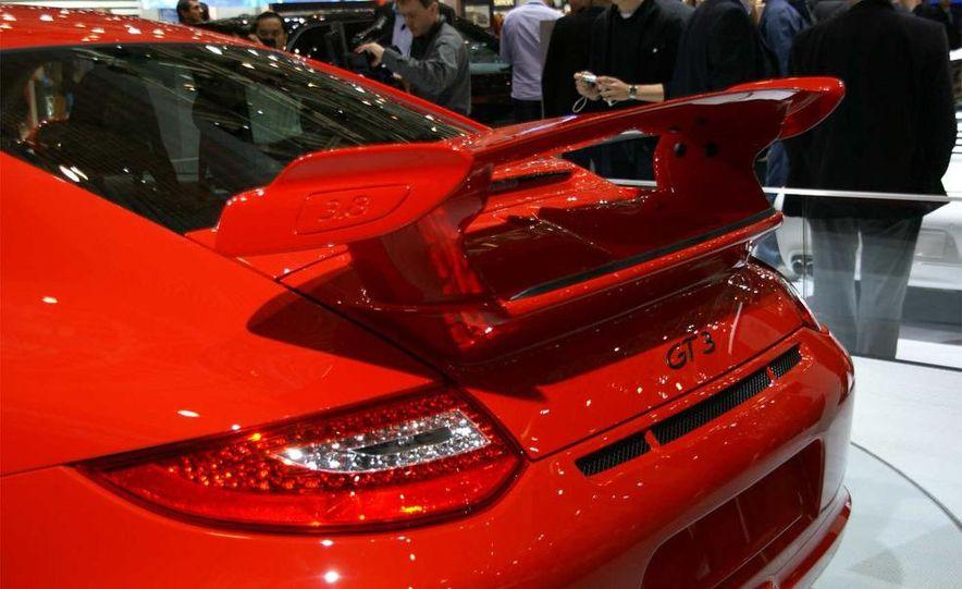 2010 Porsche 911 GT3 - Slide 19