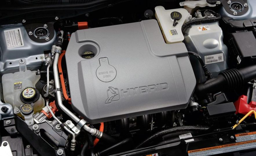 2010 Ford Fusion hybrid 2.5-liter inline-4 hybrid engine - Slide 1