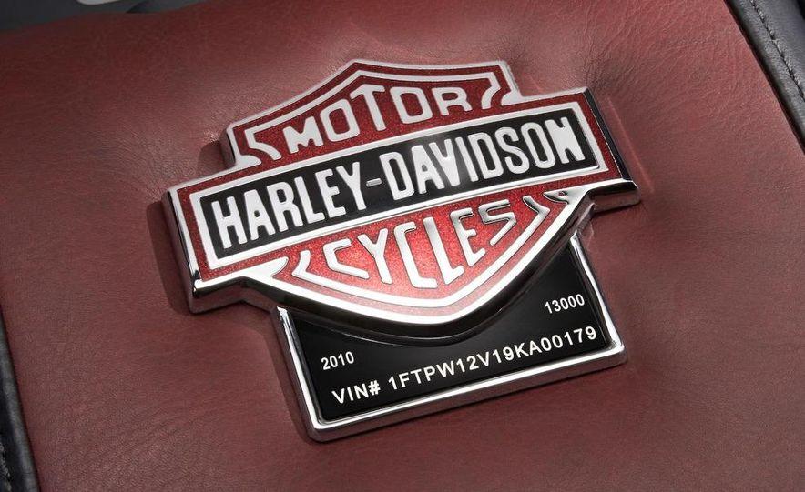 2010 Ford Harley-Davidson F-150 - Slide 12