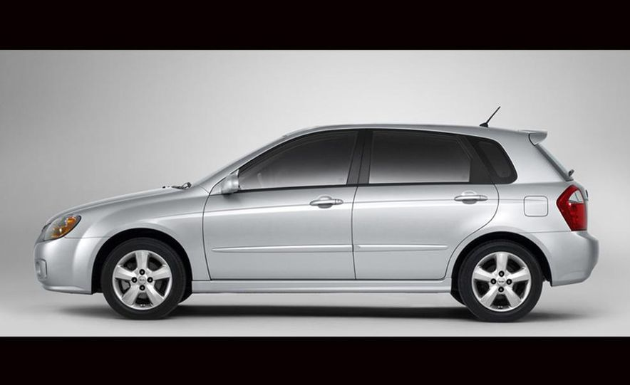 2010 Kia Forte sedan - Slide 7