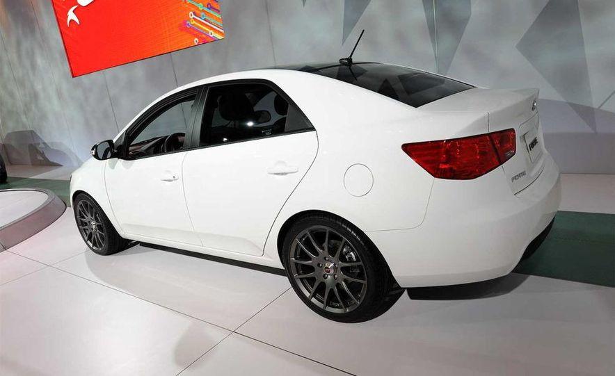 2010 Kia Forte sedan - Slide 1