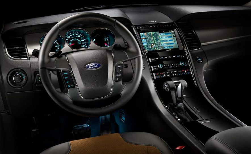 2010 Ford Taurus SHO - Slide 8