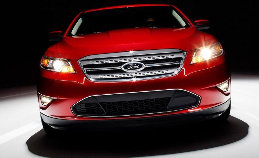 2010 Ford Taurus SHO - Slide 6