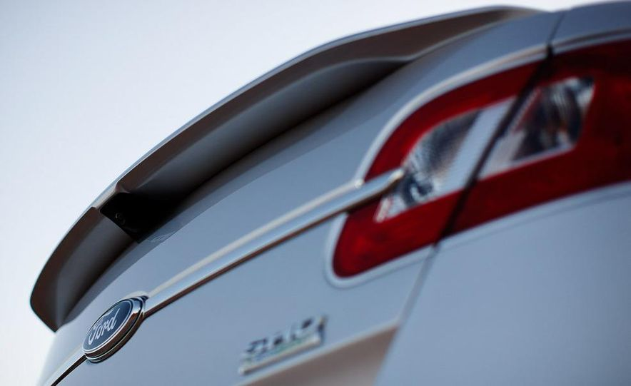 2010 Ford Taurus SHO - Slide 27
