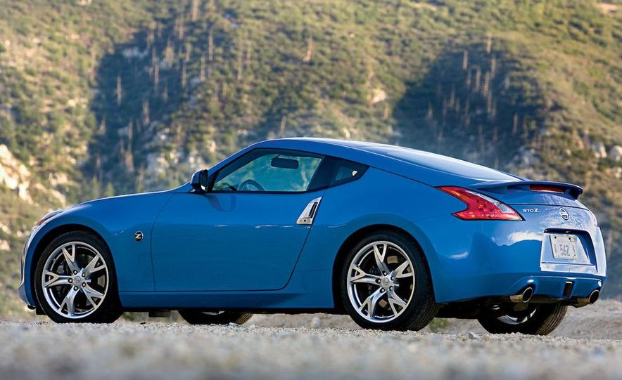 2009 Pontiac Solstice GXP coupe. 2009 Nissan 370Z, 2009 BMW 135i coupe, and 2009 Mazda RX-8 R3 - Slide 29