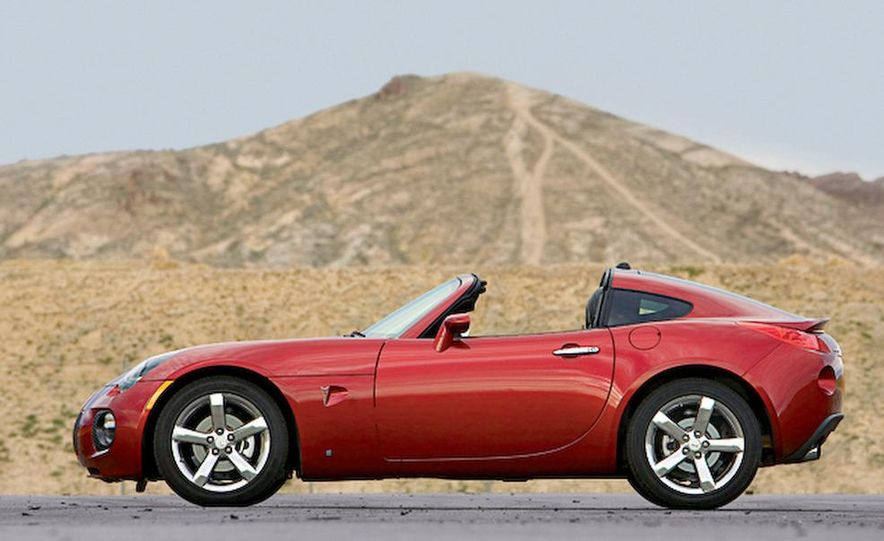 2009 Pontiac Solstice GXP coupe. 2009 Nissan 370Z, 2009 BMW 135i coupe, and 2009 Mazda RX-8 R3 - Slide 10