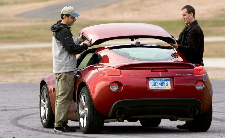 2009 Pontiac Solstice GXP coupe. 2009 Nissan 370Z, 2009 BMW 135i coupe, and 2009 Mazda RX-8 R3 - Slide 8