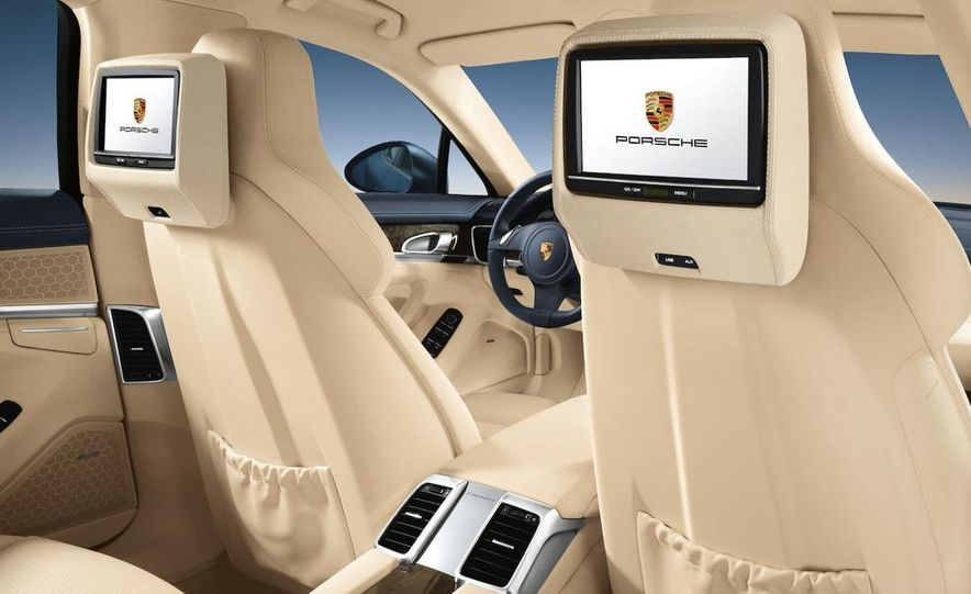 2010 Porsche Panamera steering wheel and instrument panel - Slide 6