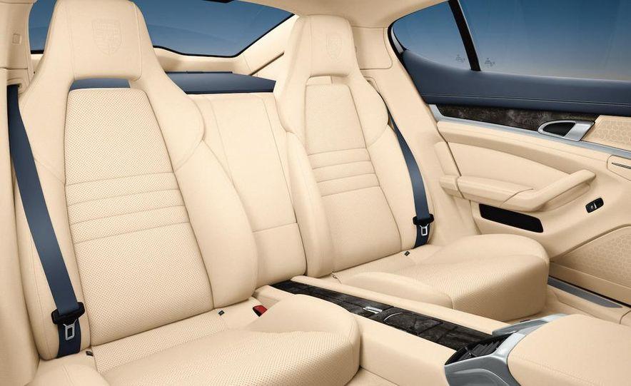 2010 Porsche Panamera steering wheel and instrument panel - Slide 8