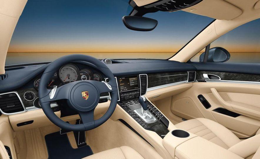 2010 Porsche Panamera steering wheel and instrument panel - Slide 2