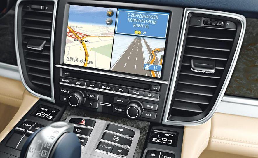 2010 Porsche Panamera steering wheel and instrument panel - Slide 4