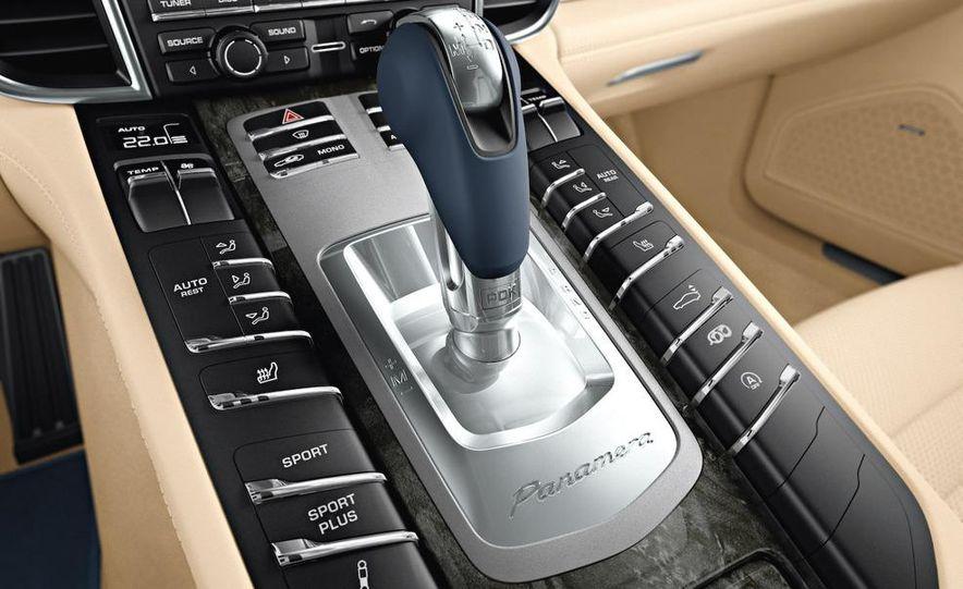 2010 Porsche Panamera steering wheel and instrument panel - Slide 5