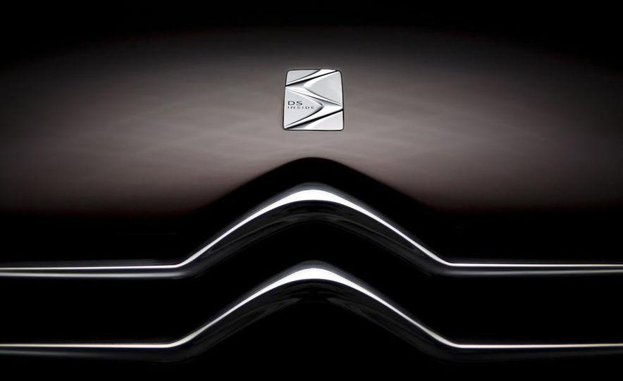 Citroën DS concept hood badge - Slide 1