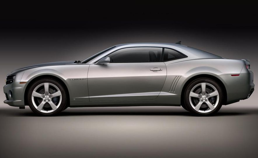 2010 Ford Mustang GT coupe - Slide 20