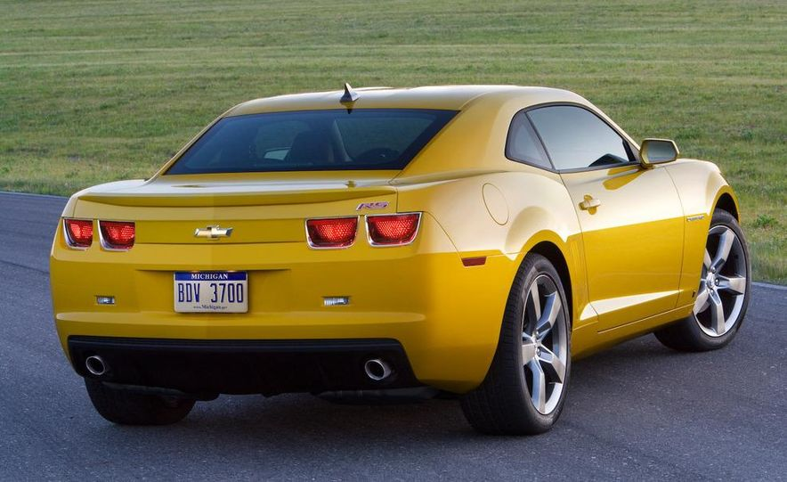 2010 Ford Mustang GT coupe - Slide 12