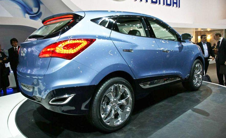 Hyundai Ix-onic concept - Slide 1