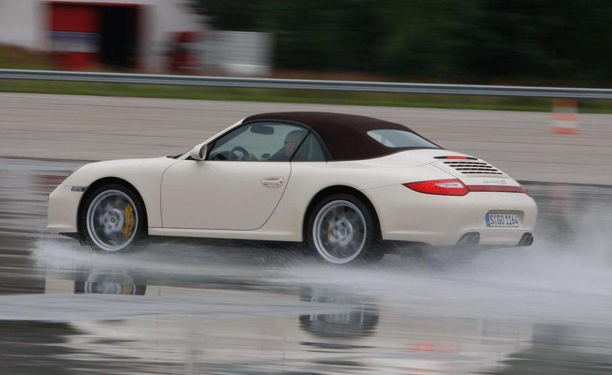 2009 Porsche 911 Carrera 4S coupe - Slide 32