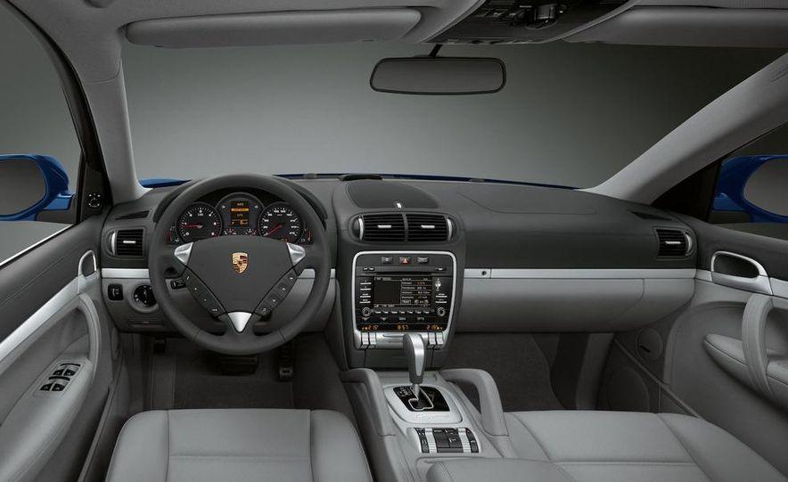 2011 Porsche Cayenne S hybrid - Slide 16