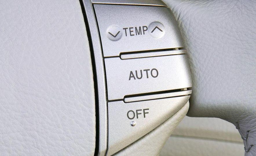 2009 Toyota Avalon Limited - Slide 19