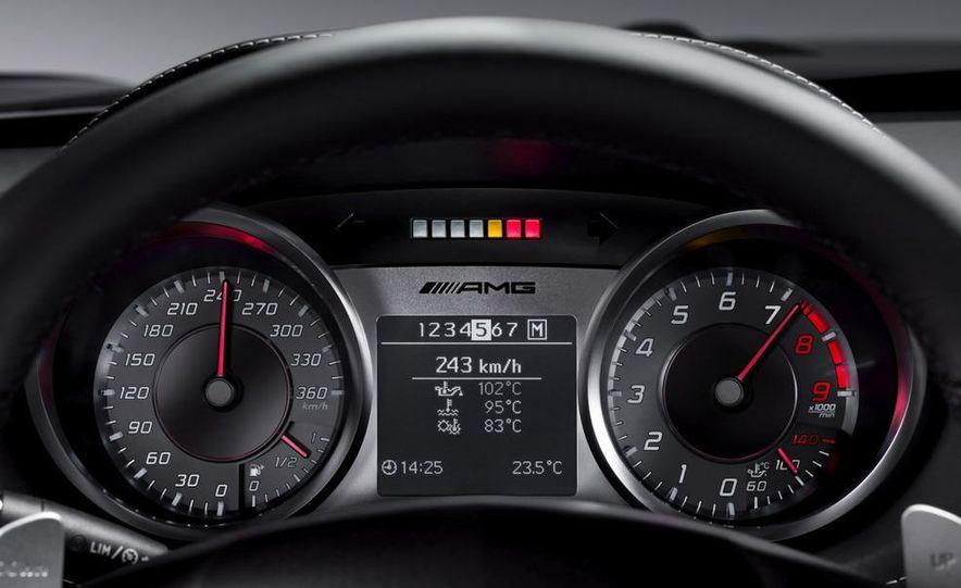 2011 Mercedes-Benz SLS AMG dry-sump oil lubrication system diagram - Slide 46