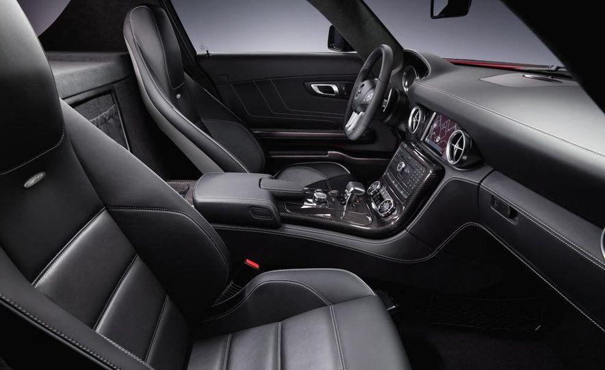 2011 Mercedes-Benz SLS AMG dry-sump oil lubrication system diagram - Slide 43