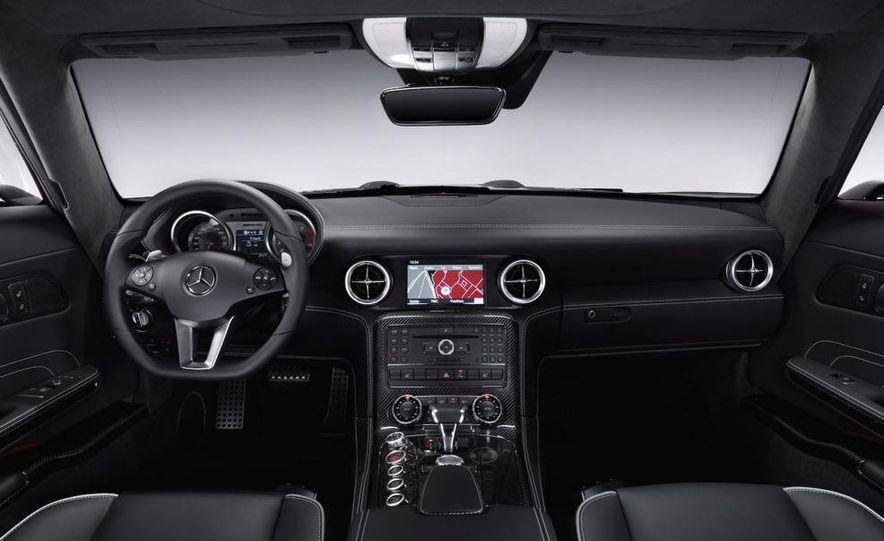 2011 Mercedes-Benz SLS AMG dry-sump oil lubrication system diagram - Slide 44