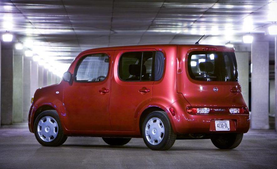 2010 Nissan Cube S - Slide 2