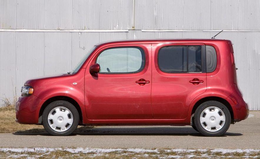 2010 Nissan Cube S - Slide 6