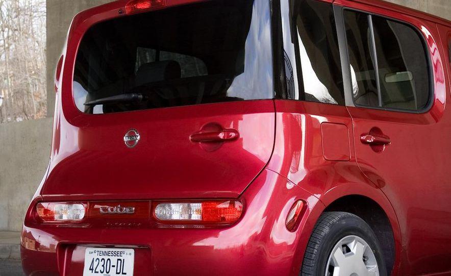 2010 Nissan Cube S - Slide 13
