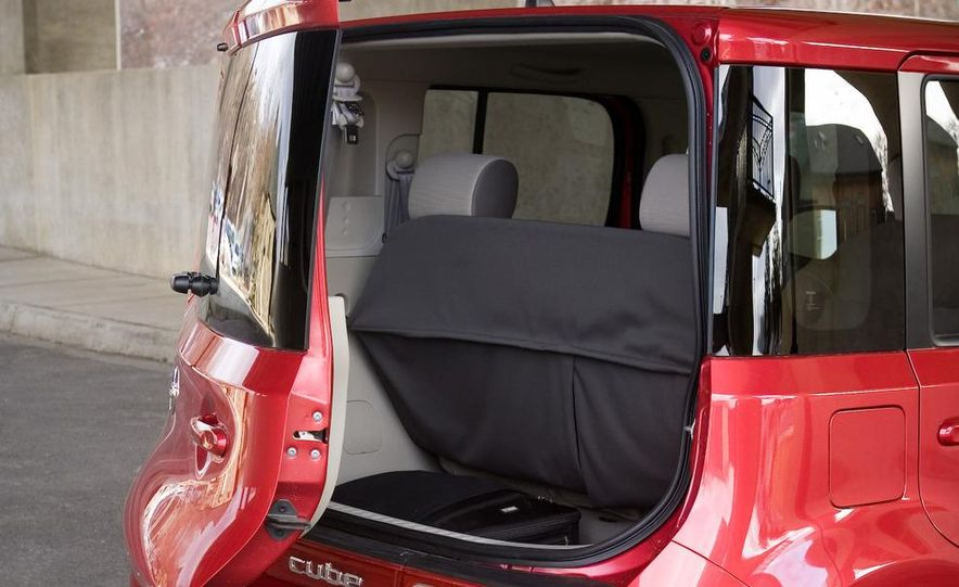 2010 Nissan Cube S - Slide 14