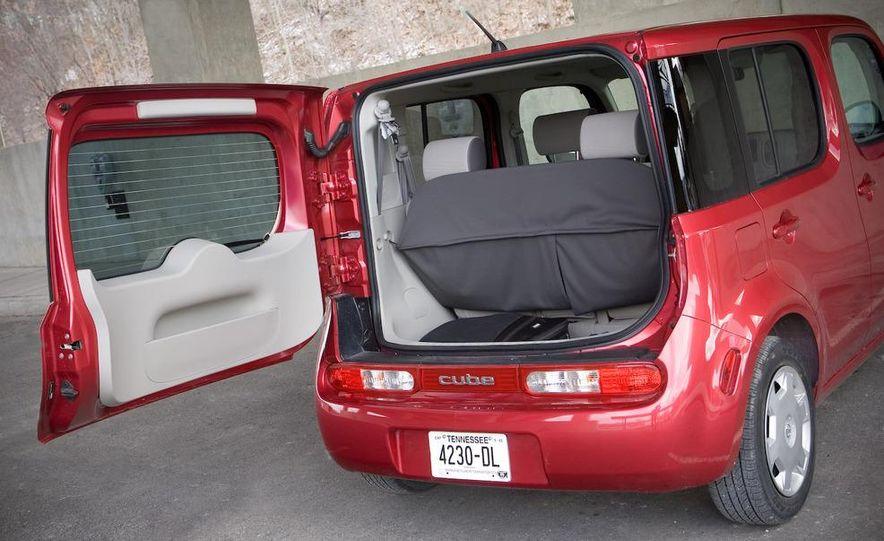 2010 Nissan Cube S - Slide 15