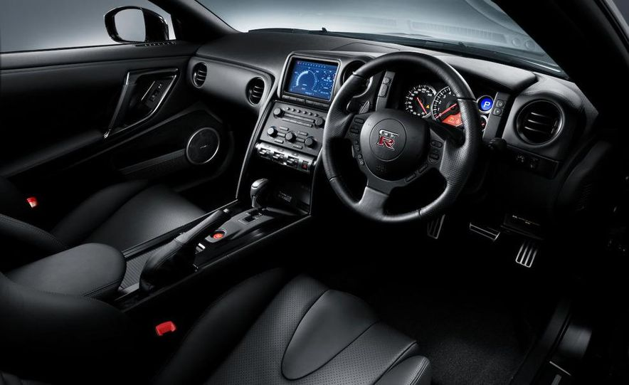 2011 Nissan GT-R Spec V - Slide 11