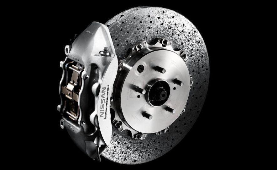 2011 Nissan GT-R Spec V - Slide 21