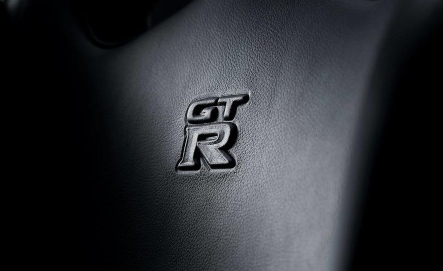 2011 Nissan GT-R Spec V - Slide 18