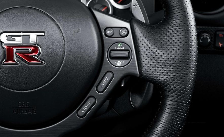 2011 Nissan GT-R Spec V - Slide 19