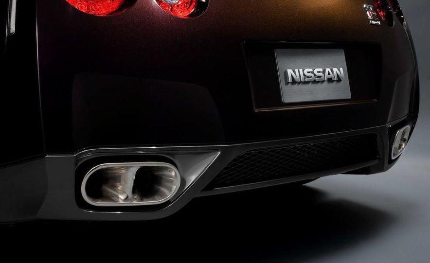2011 Nissan GT-R Spec V - Slide 8
