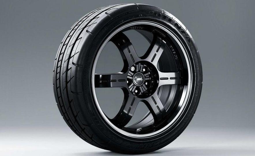 2011 Nissan GT-R Spec V - Slide 20