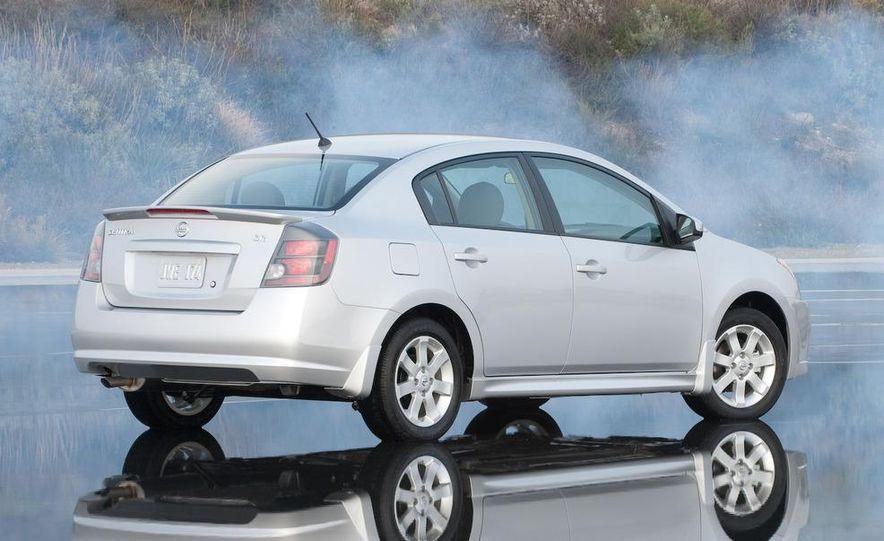 2009 Nissan Sentra FE+ 2.0 SR - Slide 3