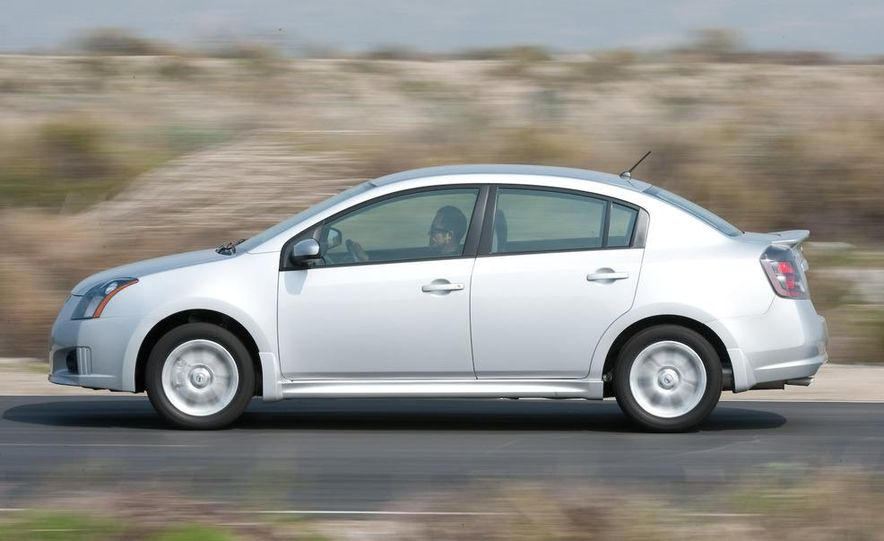2009 Nissan Sentra FE+ 2.0 SR - Slide 10