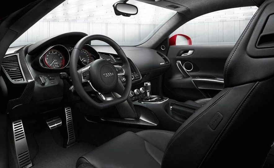 2010 Audi R8 5.2 V-10 FSI Quattro - Slide 5