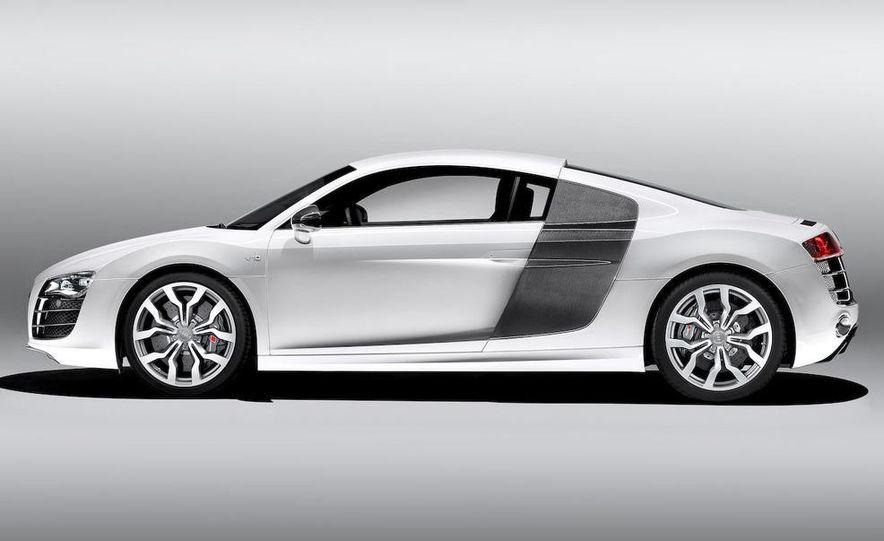 2010 Audi R8 5.2 V-10 FSI Quattro - Slide 12
