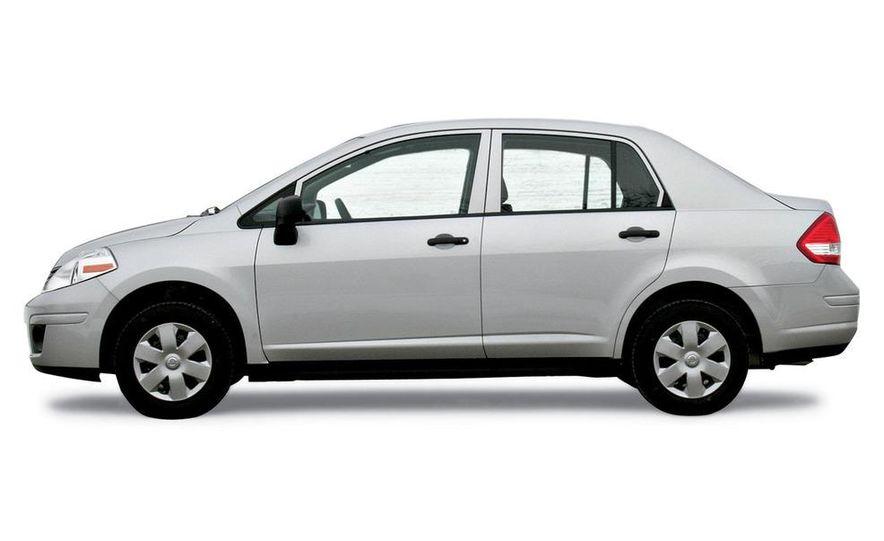2009 Nissan Versa 1.6 Base - Slide 1